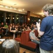 """מתוך אירוע """"בירה מדע ומצב רוח"""" של מכון ויצמן בשנה קודמת. צילום: מגזין מכון ויצמן"""