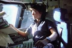 """ד""""ר סאלי רייד בטיסתה הראשונה לחלל, 1983. צילום: נאס""""א"""