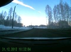 עוד זוית ראיה של המטאור שפגע ברוסיה ביום שישי, 15/2/2013, מתוך סרטון ביוטיוב