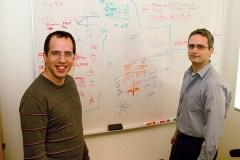 """ד""""ר גד גץ (מימין) וד""""ר יותם דרייאר במכון ברוד. טביעת אצבע"""
