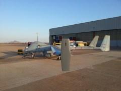 """מל""""ט הרון של התעשיה האווירית בנמל תעופה בספרד לרגל בדיקת השתלבות מל""""טים בתעופה האזרחית. צילום: התעשיה האוירית"""