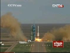 שיגור החללית שנז'ו 10, ב-11 בינוי 2013. מתוך שידורי הטלוויזיה הממלכתית הסינית