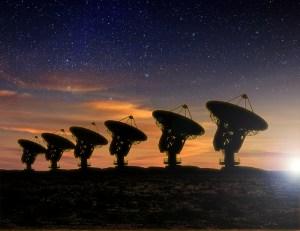 טלסקופי רדיו המשמשים לחיפוש אחר אותות מחייזרים. איור: shutterstock