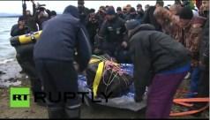 משיית המטאוריט באגם ליד העיר צ'ליאבינסק ברוסיה, קרוב לוודאי אחד משרידי המטאוריט שגרם בפברואר לנזקים גדולים שם. צילום מסך מתוך שידורי תחנת RT