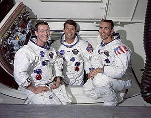 """חברי צוות אפולו 7 משמאל: דון אייזלה, וולטר שירה וולטר קניגהם. צילום: נאס""""א"""
