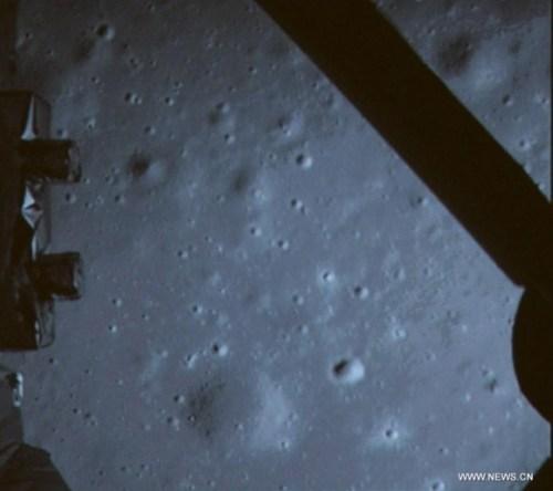 צילום קרקע הירח מתוך נחתת שנג'ה 3 מיד לאחר נחיתתה, 14/12/13. צילום: סוכנות החלל הסינית
