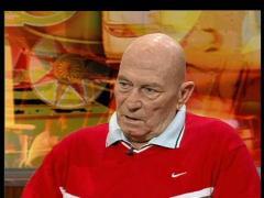 """צבי ינאי בתוכנית """"חוצה ישראל"""" בטלוויזיה החינוכית. צילום מסך מתוך YOUTUVE (קישור לתוכנית)"""