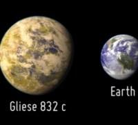איור אמן של כוכב הלכת החדש Gleise 832 c וכדור הארץ. איור PHL, אוניברסיטת פורטו ריקו, ארסיבו