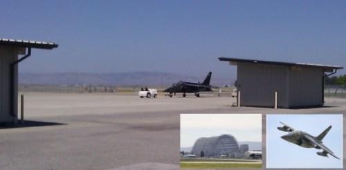 """אלן יוסטס מצטרף לבכירים אחרים בגוגל שביצעו טיסות יוצאות דופן.  הוא עצמו כבר הטיס מטוס סילון מדגם דורנייר אלפא, הנמצא בבעלות לארי פייג', סרגיי ברין, והמנכ""""ל אריק שמידט. מאז 2007 חונה המטוס במסלול ההמראה מופת פילד במאונטיין וויו, קליפורניה. גוגל שיפצה ומתחזקת את השדה עבור נאס""""א ובתמורה היא מקבלת אפשרות שימוש בו למטוסי המנהלים שלה. צילום: U.T./TRR"""