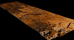 """פרשנות מאויירת של איזור Sikun Labyrinthus על הירח השבתאי טיטאן מבוסס על סריקות מכ""""ם ונתוני הדמיה שצילמה החללית קאסיני במגוון מכשירים. הגובה היחסי של פני השטח נסמך על הערכות המתבססות על העובדה שנוזלים זורמים במורד ההר. צילום: NASA/JPL/ESA/SSI and M. Malaska/B. Jonsson –"""