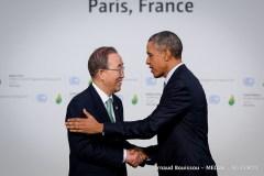 """מזכיר האו""""ם באן קי-מון ונשיא ארה""""ב ברק אובמה (שניהם בינתיים לשעבר) בוועידת האקלים בפריז. צילום: COP PARIS, Flickr"""
