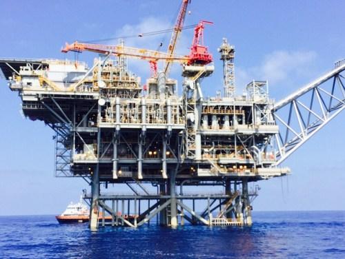 """אסדת גז ליד חופי ישראל. צילום: דובר צה""""ל"""