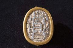 חותם חרפושית בן 3,700 שנה שהתגלה בתל דור. צילום: חפירות תל דור