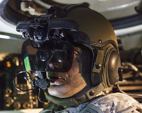 """קסדת IronVision שמאפשרת ללוחמים בטנק לראות את הסביבה. צילום יח""""צ אלביט."""