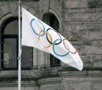 הדגל האולימפי במהלך משחקי החורף בונקובר, 2010. מתוך ויקיפדיה