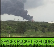פיצוץ משגר פאלקון 9 של חברת ספייס אקס על כן השיגור בפלורידה ועליו הלוויין עמוס 6. צילום מסך מתוך RT