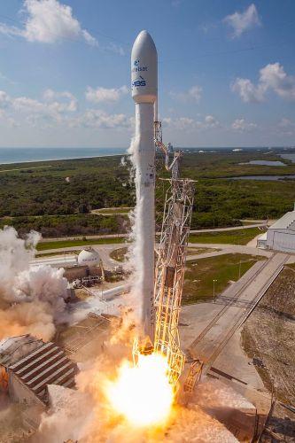 משגר פאלקון 9 בזמן השיגור, יוני 2016. מקור: ספייס אקס.