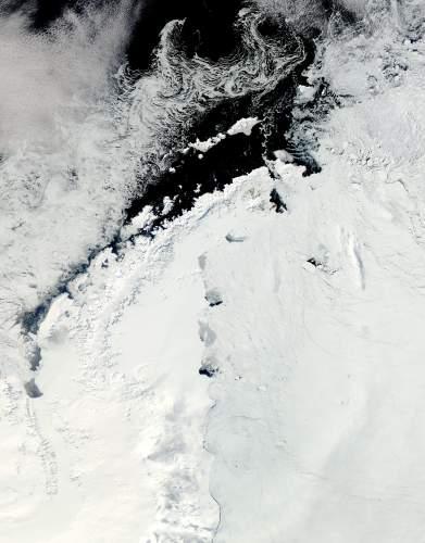 """חצי האי שבו ממוקם מדף הקרח לארסן ג'. תצלום: נאס""""א."""