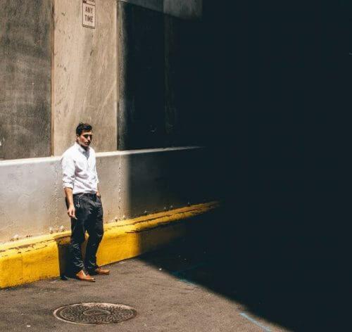 צל עירוני. הבדל משמעותי בתחושת החום. תצלום: Sawyer Bengtson on Unsplash.