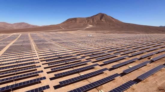 """הקמת פרויקטים חדשים של אנרגיה מתחדשת ותפעולם הם זולים היום בארה""""ב מאשר הפקת אנרגיה ממתקנים קיימים שמבוססים על פחם ואנרגיה גרעינית. צילום: Antonio Garcia, Unsplash."""