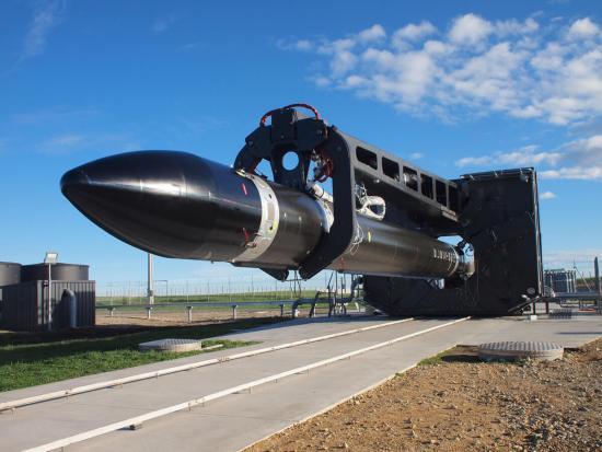 אלקטרון מובל לאתר השיגור הפרטי של חברת רוקט לאב בחצי האי מאהיה, באי הצפוני של ניו זילנד. מקור: Rocket Lab.