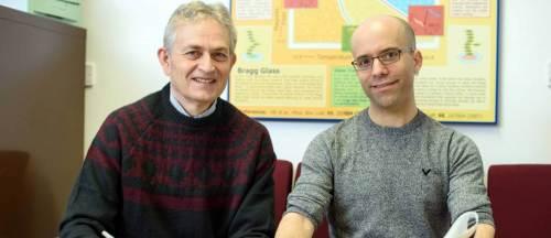 """מימין: ד""""ר דורי הלברטל ופרופ' אלי זלדוב. דיוק של מיליונית מעלת קלווין. מקור: מגזין מכון ויצמן."""