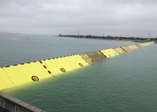פרויקט MOSE נועד לתחום את הים מחוץ ללגונה ולמנוע אותו מלהציף את העיר בעת סערות וזרמי הגאות. מקור: אתר הפרויקט.