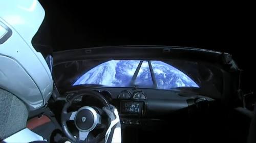 כדור הארץ ממושב הנהג של מכונית הטסלה. מקור: SpaceX.