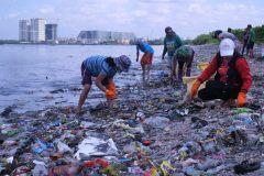 איסוף פסולת פלסטיק במסגרת המיזם. תצלום: breakfreefromplastic