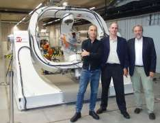 מימין: פרופ' קלאוס שילינג, פרופ' יואב שכנר ופרופ' אילן קורן. מבעד לעננים