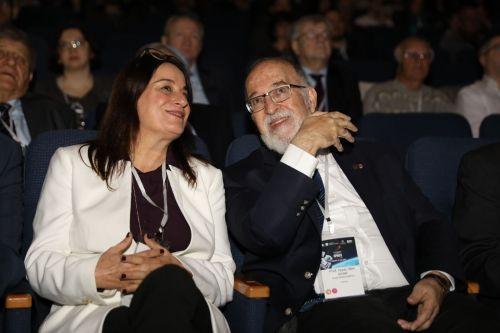 רונה רמון (משמאל) עם פרופ' יצחק בן ישראל. צילום: חן גלילי