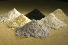 תחמוצות של היסודות הנדירים גדוליניום, פרסאודימיום, צריום, סמריום, לנתן ונאודימיום [צילום: USDA ARS]