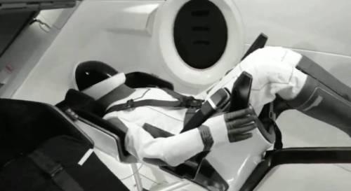 הבובה ריפלי, שהוטסה בטיסת המבחן DEMO 1 של חללית דראגון הצוות של SPACEX. צילום מסך, SPACEX