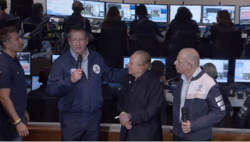 """מימין: מנכ:ל SpaceIL ד""""ר עידו ענתבי, יו""""ר העמותה מוריס קאהן ומנהל מפעל חלל בתעשיה האווירית עופר דורון, על רקע חדר הבקרה דקות לאחר ההתרסקות. צילום מסך משידור האירוע בערוץ היוטיוב של SpaceIL"""