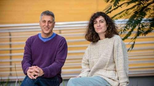 """ד""""ר מריה לואיזה רומרו-רומרו ופרופ' דן תופיק. מסע בזמן. צילום: דוברות מכון ויצמן"""