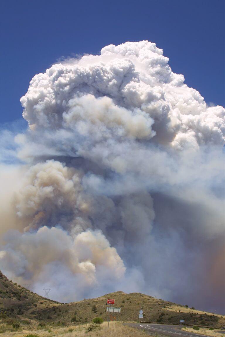 """""""מבחינת ההשפעה האקלימית, ניתן להשוות את השפעתם של ענני הפירוקומולונימבוס להשפעתן של התפרצויות געשיות בינוניות"""". צילום: Eric Neitzel, Wikipedia"""