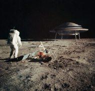 אסטרונאוט פוגש בחייזרים על הירח. המחשה: shutterstock