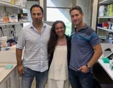 """צוות החוקרים. מימין לשמאל: פלג ריידר, דיאנה רסולוניריאנה וד""""ר ירון כרמי צילום: באדיבות אוניברסיטת תל אביב."""