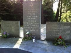 מצבה לזכר יהודי מיאדל (אז בפולין, כיום בבלארוס) שהוצאו להורג בספטמבר 1942. צילום: אבי בליזובסקי