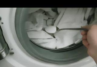 Çamaşırların kar gibi olması için bunu yapın
