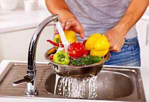 Sebze ve meyveyi sirke yerine bakın ne ile yıkamalıymışız