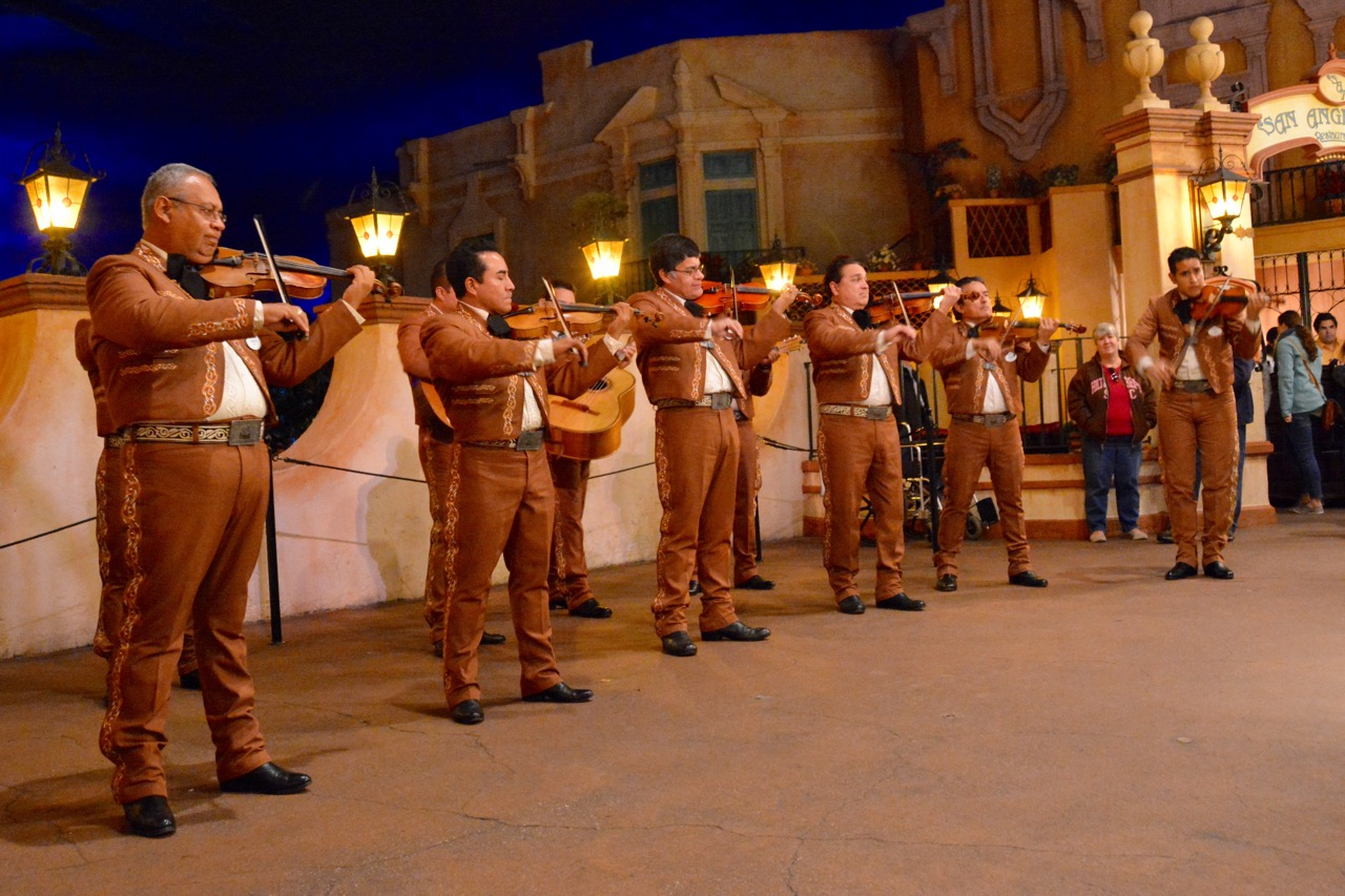 https://i1.wp.com/www.hayesvision.com/home/wp-content/gallery/2016-01-sawyers-birthday/Mariachi-Cobre-Mexico-Band-Epcot.jpg