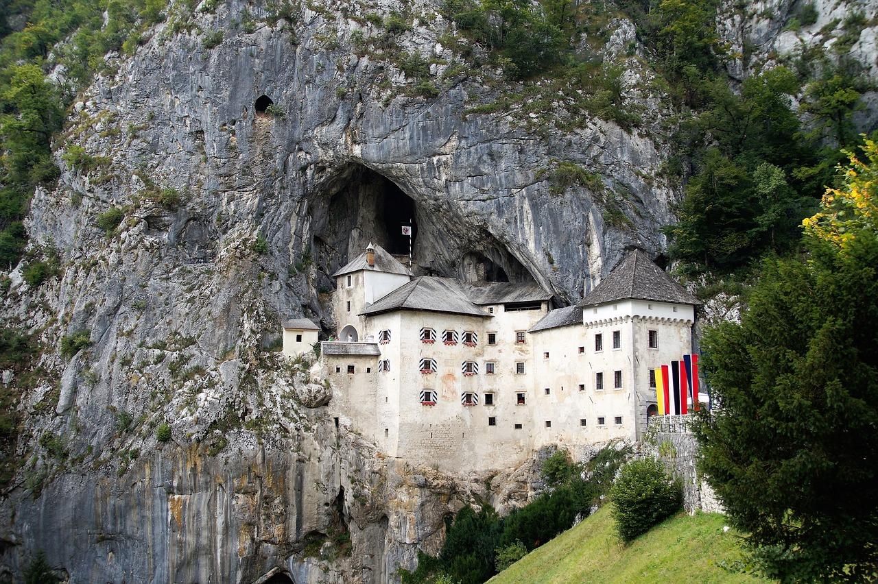castelli europei - Castello di Predjama