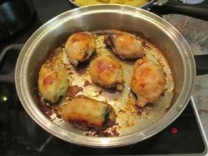 Aszalt szilvával töltött csirkecomb - készre sütve