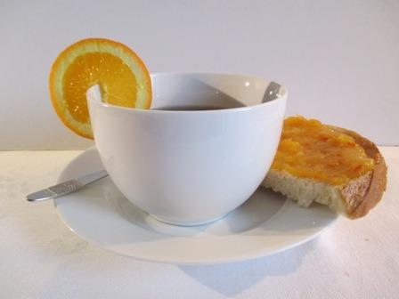 Narancs lekvár vajas kenyéren teához