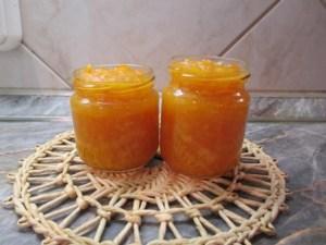 Héjas narancsdzsem üvegekben