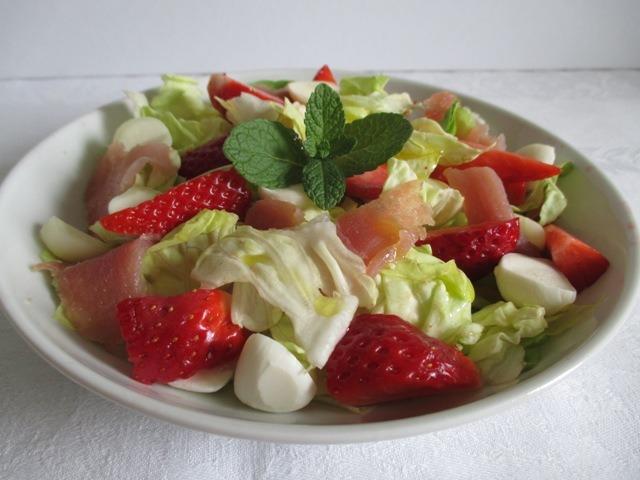 Húsvéti saláta tálalva 2
