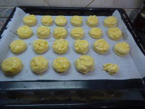 Krumplis pogácsák sütés előtt