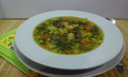 Gombás zöldségleves