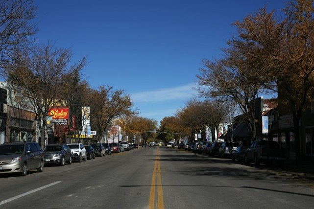 Yampa Avenue in downtown Craig, where many businesses closed after a downturn in its coal-mining economy, and where Dr. Joel Miller opened his pain clinic in 2006. (Brooke Warren/High Country News)